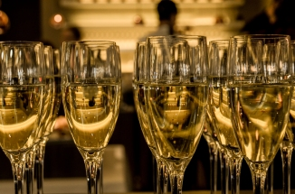 new-year-s-eve-ceremony-champagne-sparkling-wine